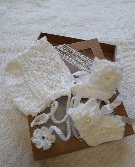 Balta kristību cepure un balti zābaciņi, Handmade.