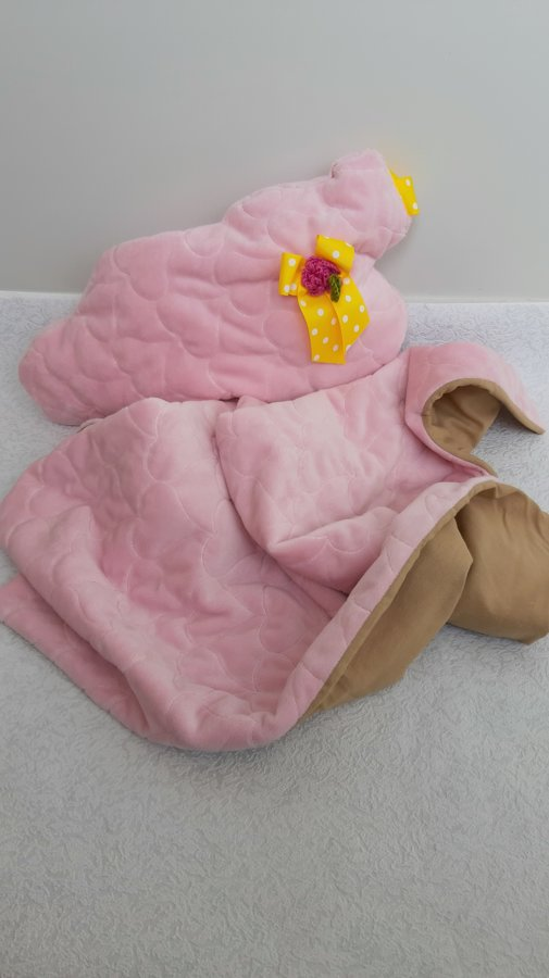 Gaiši rozā bērnu sedziņa ar spilvenu. ,,Mākonis,,
