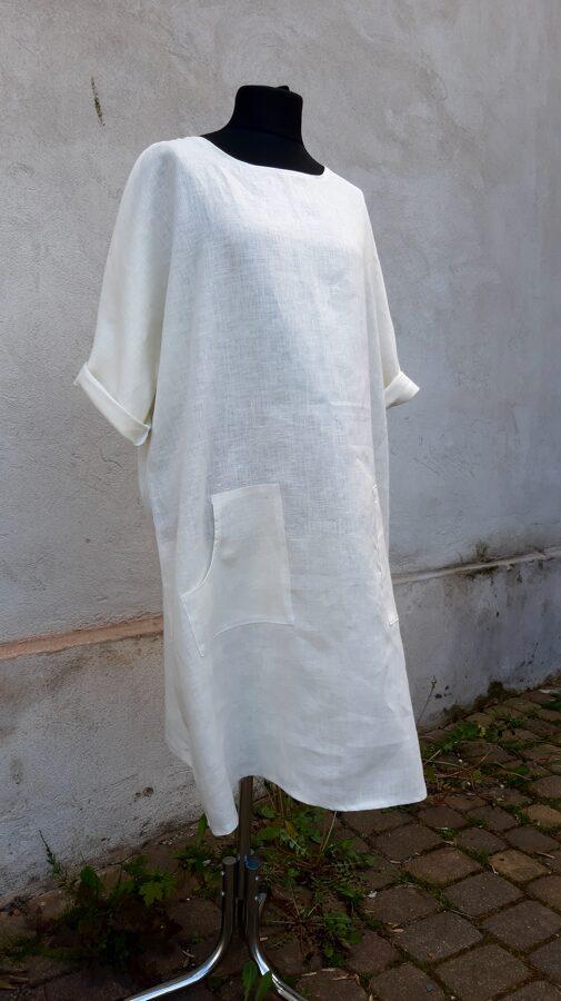 Latviskā stilā lina kleita.