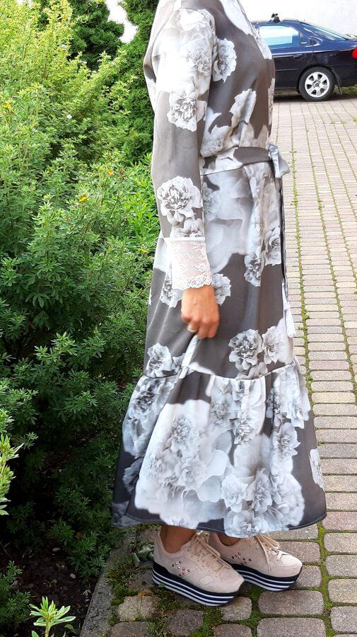 Garā kleita ar volānu.Rokām balta mežģīne. pārdota