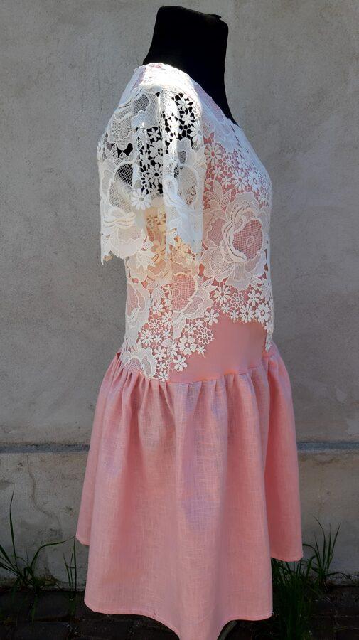 PĀRDOTA.Rozā lina kleita ar baltu mežģīni.38 izm.