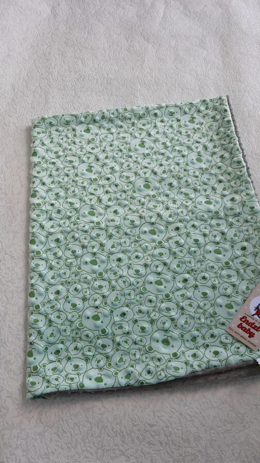 Zaļa minka sedziņa. ,,Lācīši,, 100/ 80 cm.