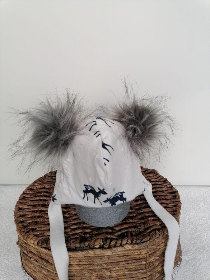 Balta cepure ar bumbuļiem.,,Stirnas,,
