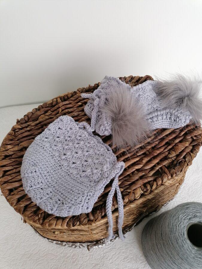 Tamborēta cepure un zābaciņi no merino dzijas.0-3 mēn.
