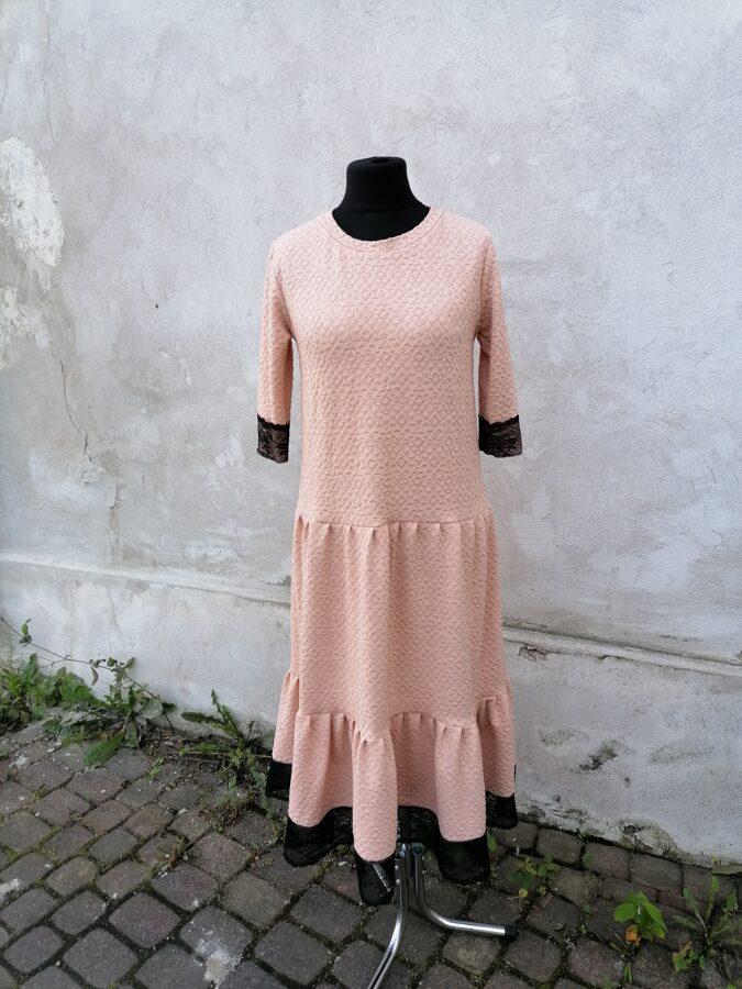 Pelnu rozā krāsā kleita ar volāniem.40 izm.