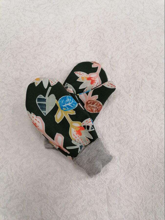 Zaļi softshel cimdi.,,Ziedi,,3-5.g.
