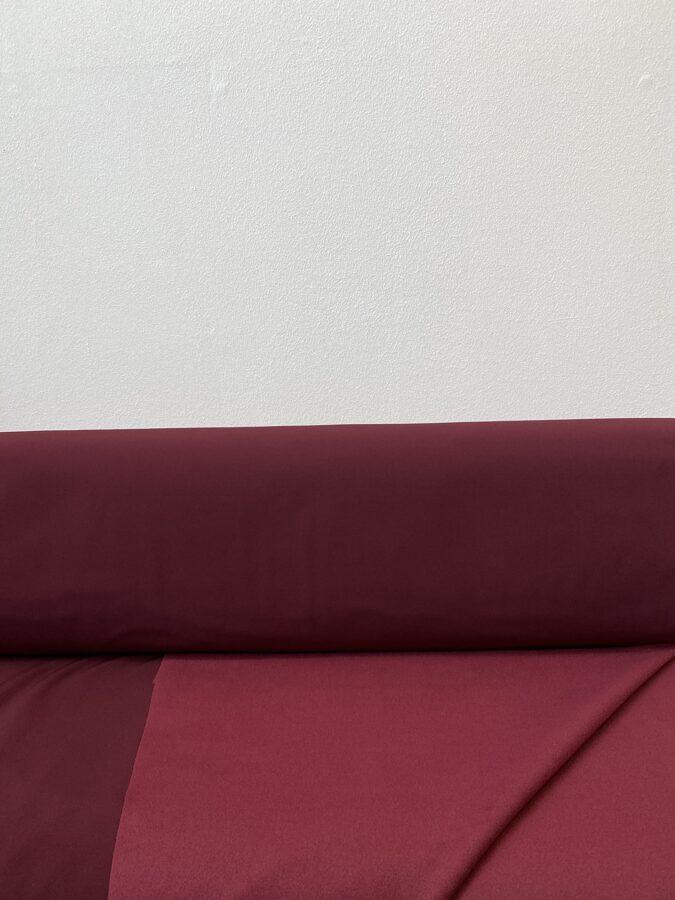 Softshell bordo krāsā.