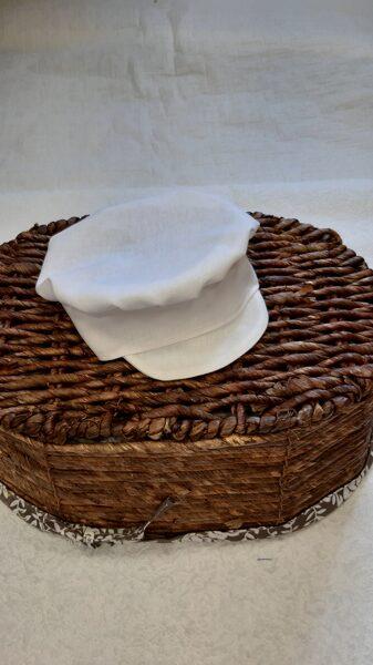 Balta kristību cepure zēniem.