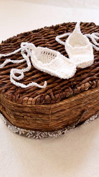 Baltas pastalas svētkiem un kristībām.