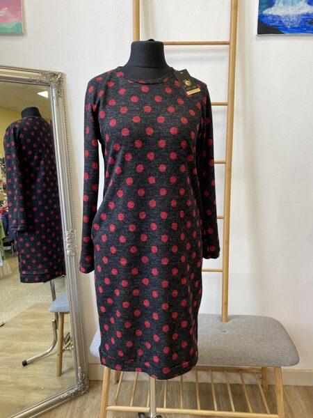Melna ar sarkanu, sieviešu džemperkleita ar kabatām. 34-44 izm.