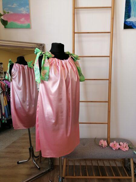 Laša rozā tonī satīna auduma kleita ar lencēm.Oversize.