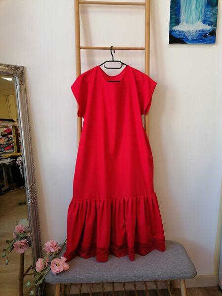 Sarkana garā lina kleita ar volānu. 42.izm.