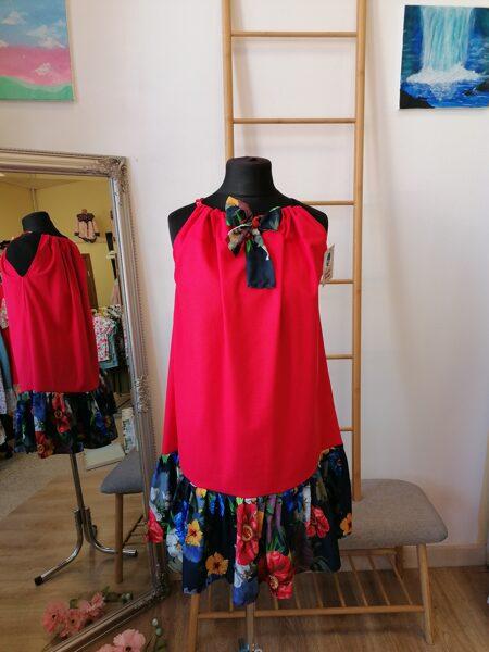 Sarkana lina kleita ar lencē. Oversize.
