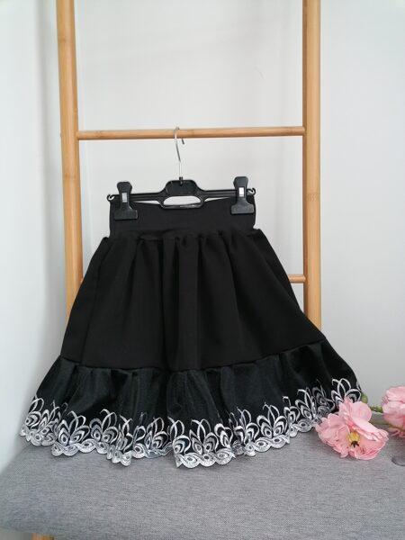 Melni svārki ar volānu. 98 -146 cm.